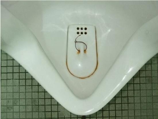 職員トイレ(実験前)
