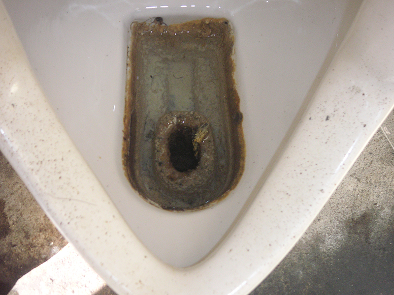 尿石で汚れてしまった便器